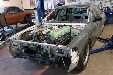 Шведский энтузиаст установил в Ford Crown Victoria двигатель от танка (ВИДЕО)