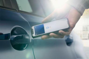 BMW можно будет отпирать при помощи iPhone