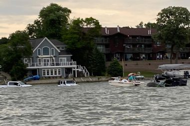 Американец утопил два дорогих внедорожника, пытаясь спасти свой катер (ВИДЕО)