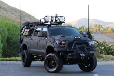 В США продают Тойоту Тундру, подготовленную к зомби-апокалипсису