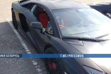 В Минске россиянин в знак протеста разбил чужой Ламборгини и справил на него нужду (ВИДЕО)
