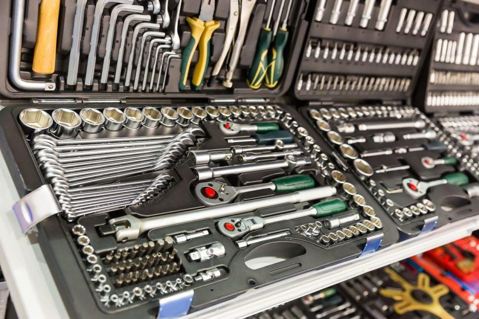 Любителям и профессионалам: выбираем инструмент для ремонта автомобиля