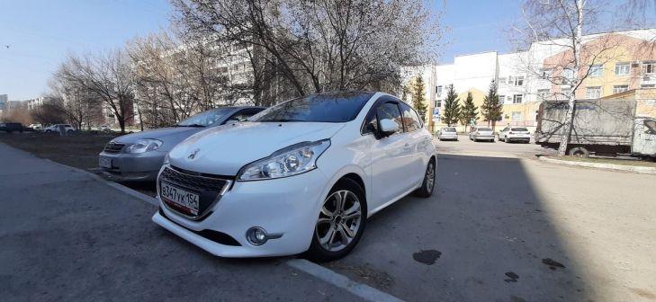 Peugeot 208 2013 - отзыв владельца