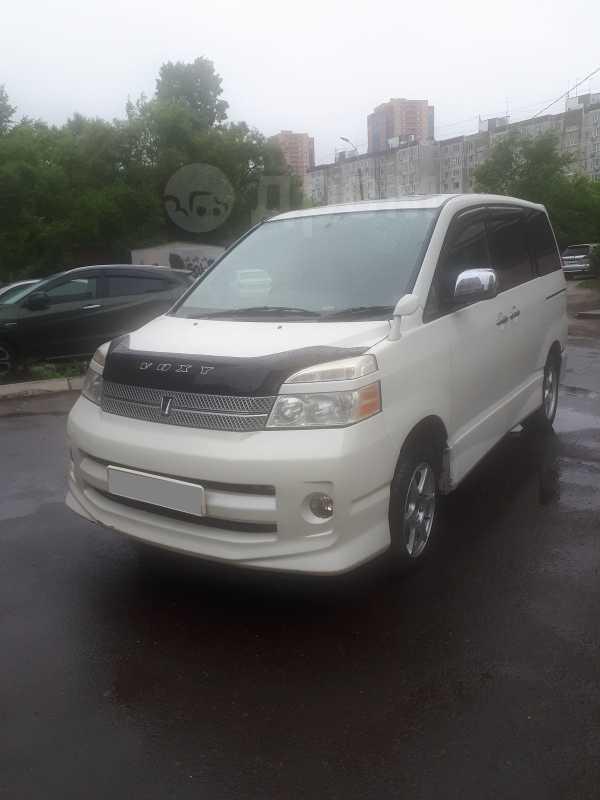 Toyota Voxy, 2007 год, 570 000 руб.