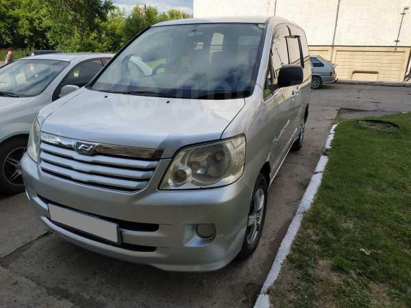 Toyota Noah, 2003 год, 515 000 руб.