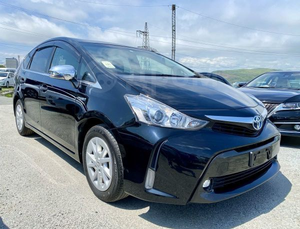 Toyota Prius a, 2015 год, 935 000 руб.