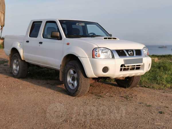 Nissan NP300, 2010 год, 590 000 руб.