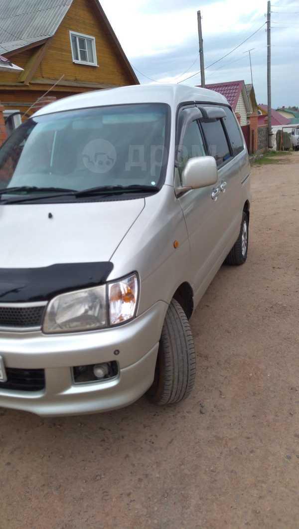 Toyota Town Ace Noah, 2000 год, 340 000 руб.