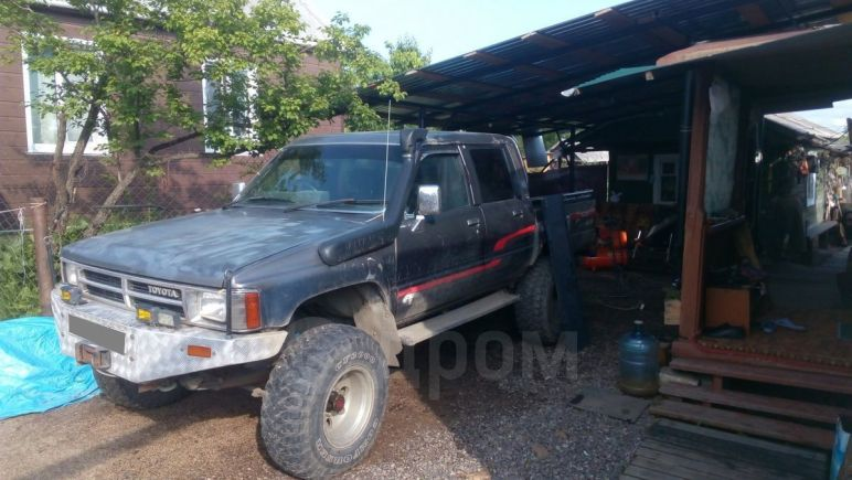 Toyota Hilux Pick Up, 1988 год, 530 000 руб.