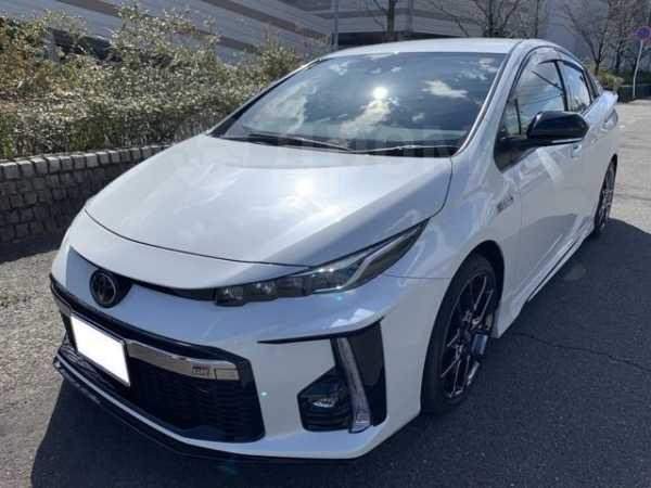 Toyota Prius PHV, 2018 год, 1 035 000 руб.