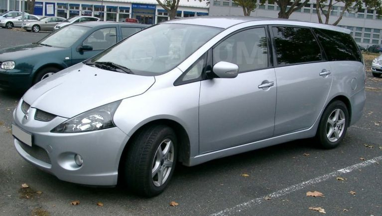 Mitsubishi Grandis, 2004 год, 485 000 руб.