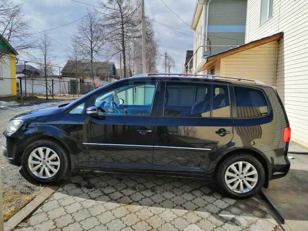 Volkswagen Touran, 2012 год, 640 000 руб.