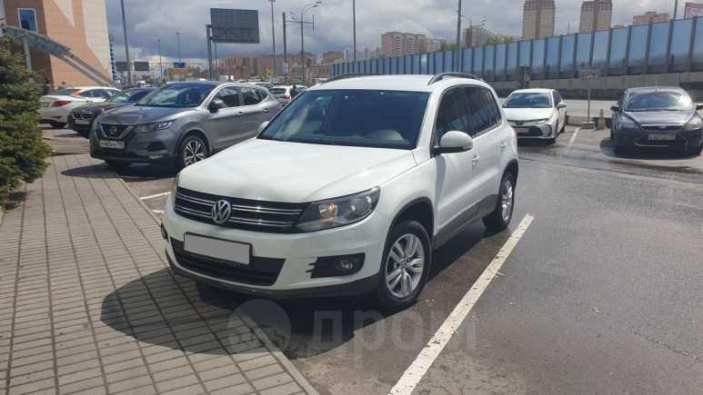 Volkswagen Tiguan, 2015 год, 820 000 руб.