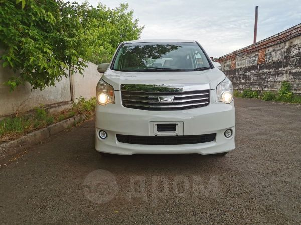 Toyota Noah, 2012 год, 930 000 руб.