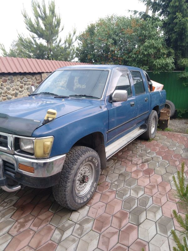 Toyota Hilux Pick Up, 1993 год, 395 000 руб.