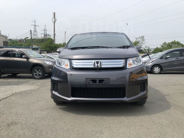Honda Freed Spike, 2013 год, 695 000 руб.