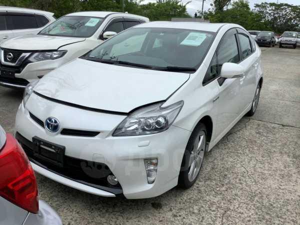 Toyota Prius, 2015 год, 930 000 руб.