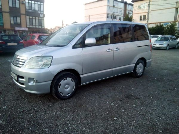 Toyota Noah, 2003 год, 520 000 руб.