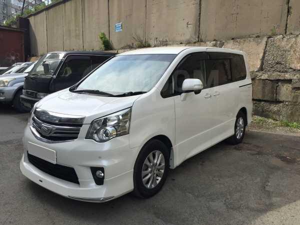 Toyota Noah, 2012 год, 1 070 000 руб.