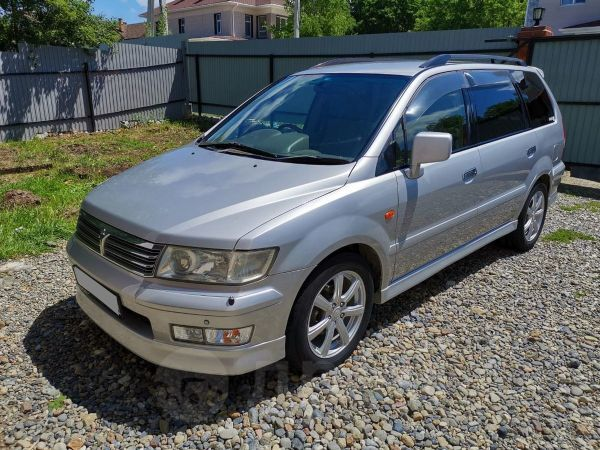 Mitsubishi Chariot Grandis, 2001 год, 300 000 руб.