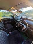 Toyota Voxy, 2010 год, 890 000 руб.
