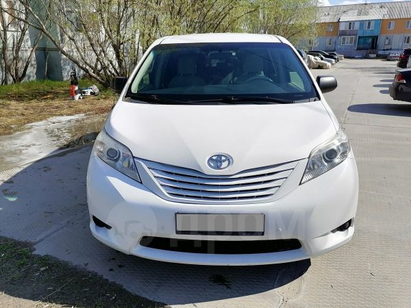 Toyota Sienna, 2010 год, 1 350 000 руб.