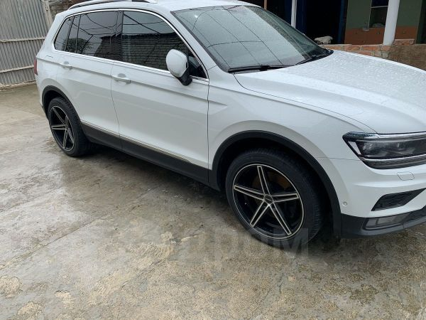 Volkswagen Tiguan, 2018 год, 1 620 000 руб.