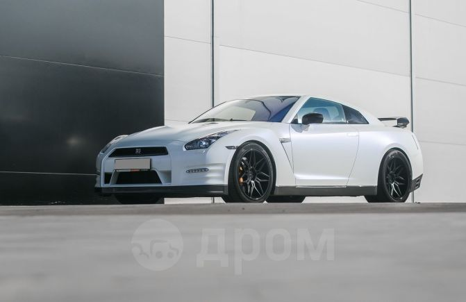 Nissan GT-R, 2012 год, 3 300 000 руб.