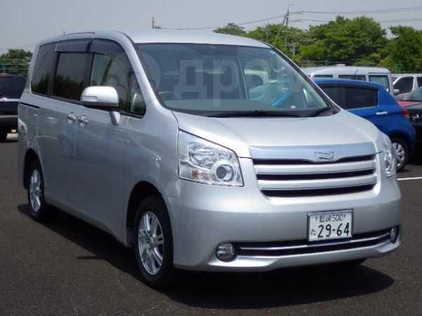 Toyota Noah, 2010 год, 900 000 руб.