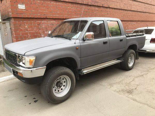 Toyota Hilux Pick Up, 1997 год, 555 555 руб.