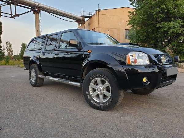 Nissan NP300, 2011 год, 635 000 руб.