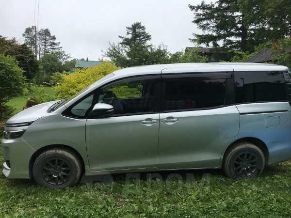 Toyota Voxy, 2014 год, 1 150 000 руб.