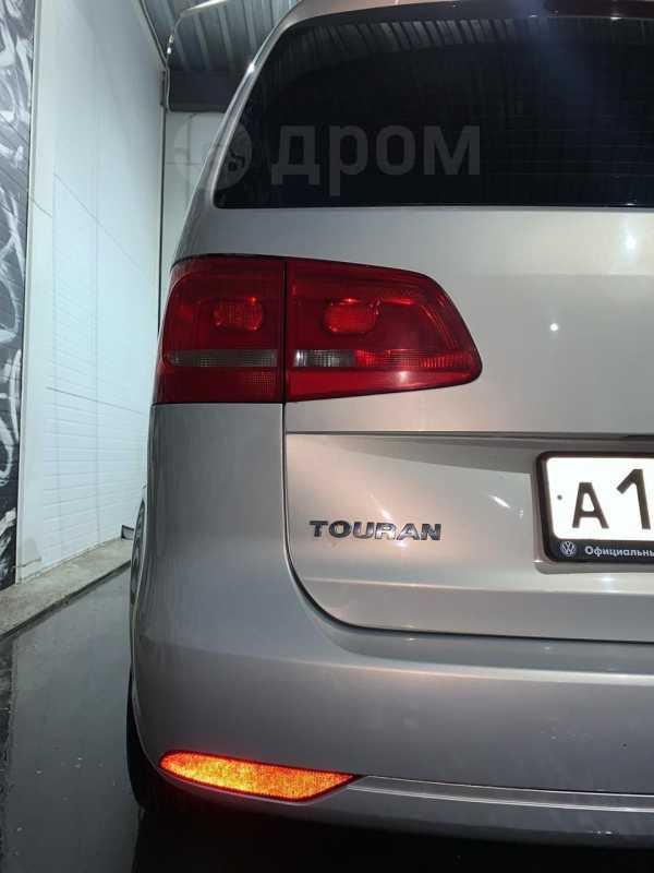 Volkswagen Touran, 2011 год, 686 000 руб.