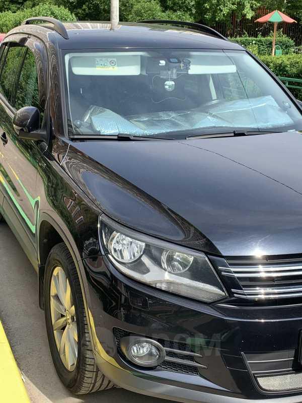 Volkswagen Tiguan, 2015 год, 940 000 руб.