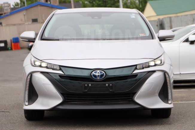 Toyota Prius Prime, 2017 год, 1 500 000 руб.