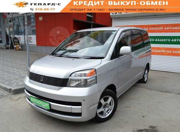 Toyota Voxy, 2002 год, 549 000 руб.