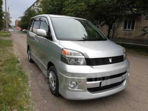 Toyota Voxy, 2002 год, 495 000 руб.