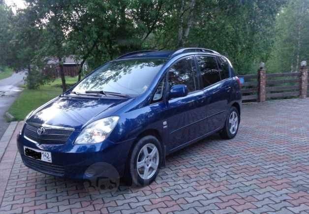 Toyota Corolla Verso, 2004 год, 385 000 руб.