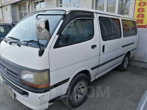 Toyota Hiace, 2003 год, 339 000 руб.