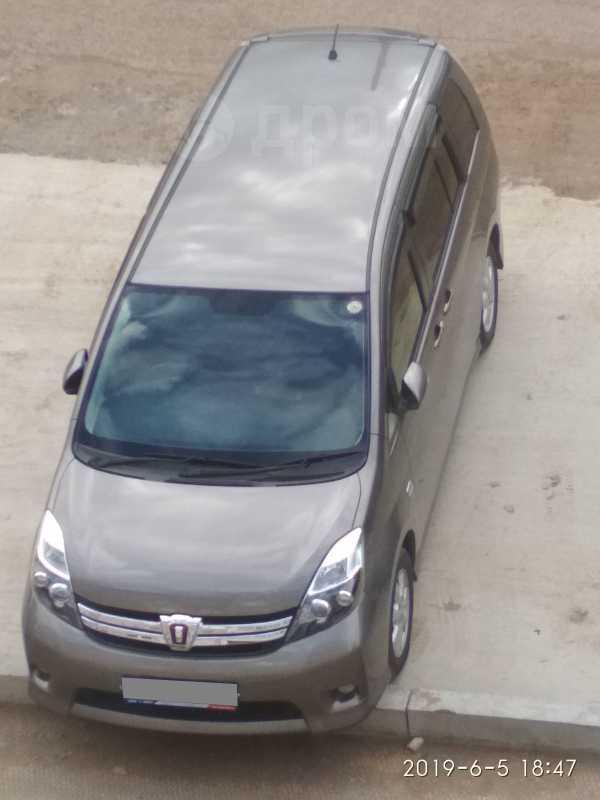 Toyota Isis, 2012 год, 730 000 руб.