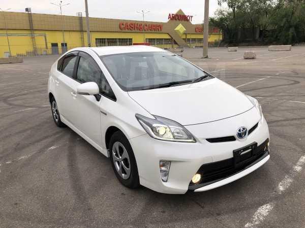 Toyota Prius, 2015 год, 935 000 руб.