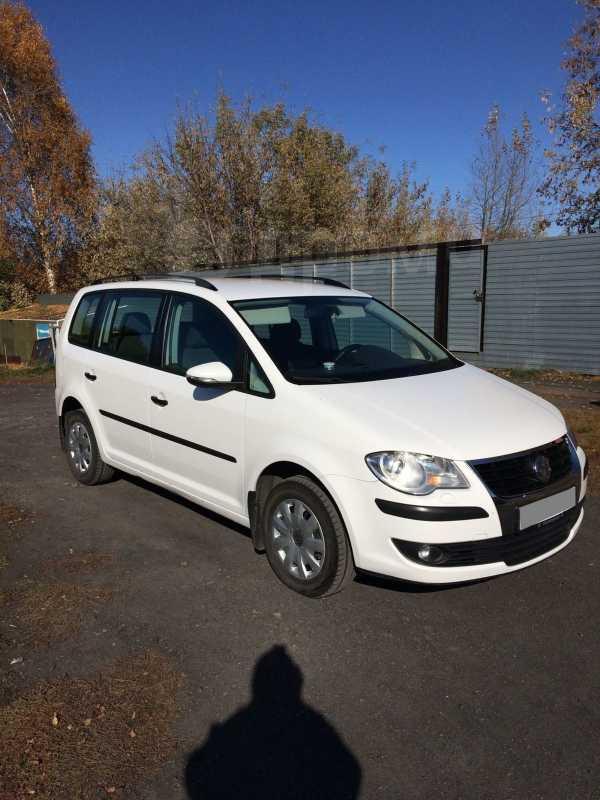 Volkswagen Touran, 2010 год, 515 000 руб.