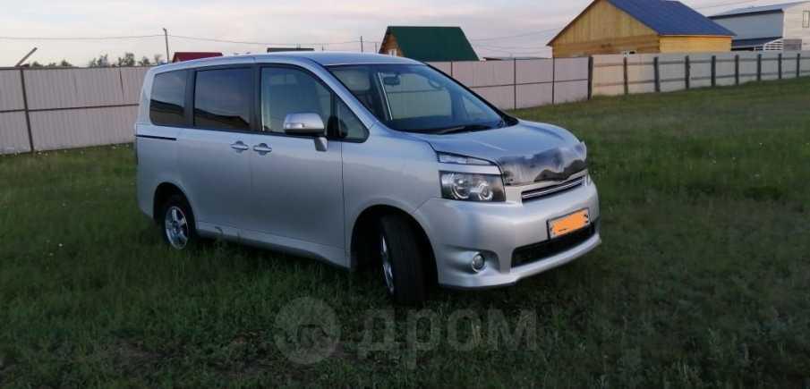 Toyota Voxy, 2009 год, 770 000 руб.