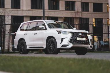 В Россию пришла «черная» спецверсия Lexus LX