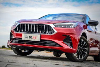 В России будут продавать лифтбек JAC с обликом от дизайнера Maserati