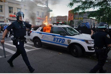 Ford просят больше не выпускать полицейские автомобили из-за расизма в США