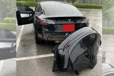 У Tesla Model 3 задний бампер отваливается при езде по глубоким лужам (ВИДЕО)