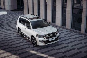 Toyota начала продавать в РФ обновленный LC 200 Executive Lounge