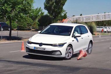 Новый Volkswagen Golf прошел «лосиный тест» хуже, чем Toyota RAV4 (ВИДЕО)