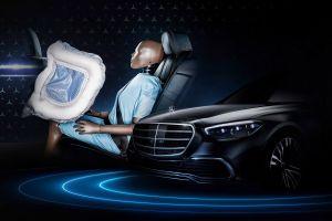 Mercedes первым в мире применит фронтальные подушки безопасности для задних пассажиров